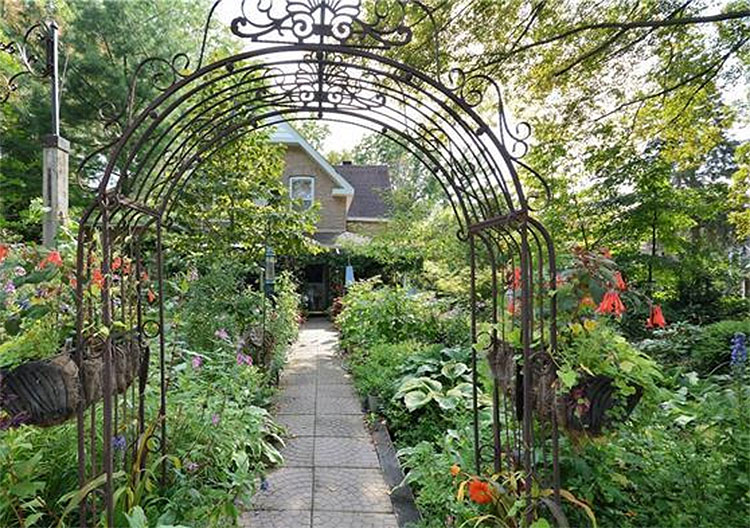 Bohemian Curb Appeal of the Full Front Garden