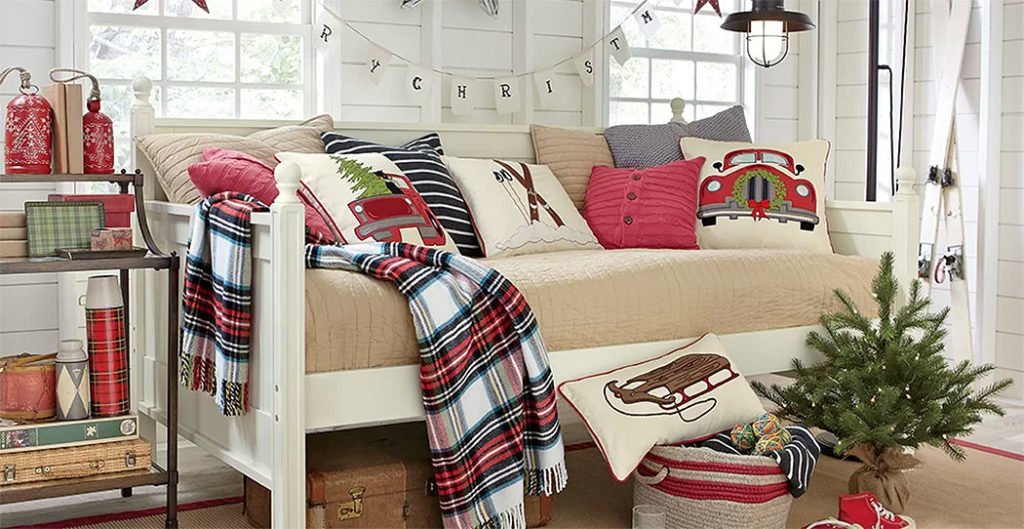 Rustic Daybed Guest Christmas Bedroom