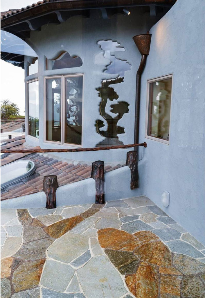 These wonderful window design can be appreciated from both inside and outside of the bedroom.