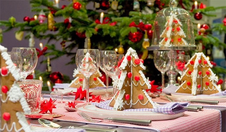 Gingerbread Tree Christmas Table Setting