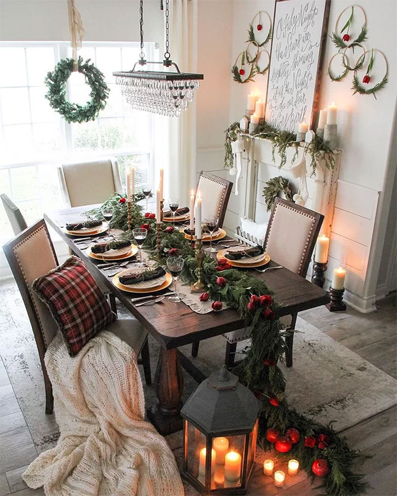 Oversized Garland Christmas Tablescape
