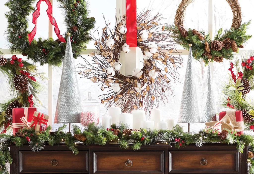 Traditionally Elegant Christmas Wreath Hall Table