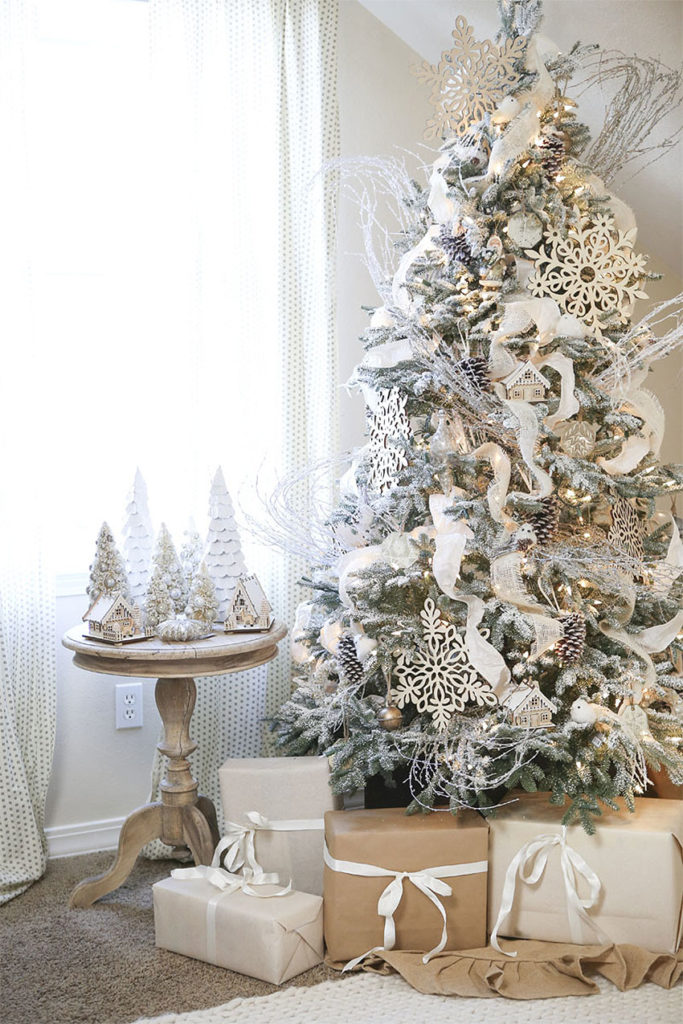 Wintry White Christmas Tree