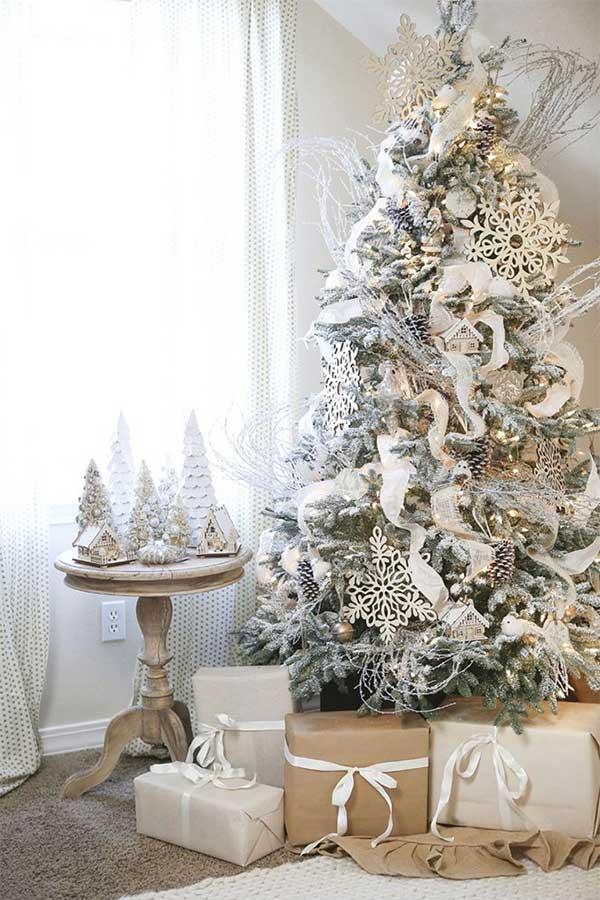Wintry White Christmas Tree
